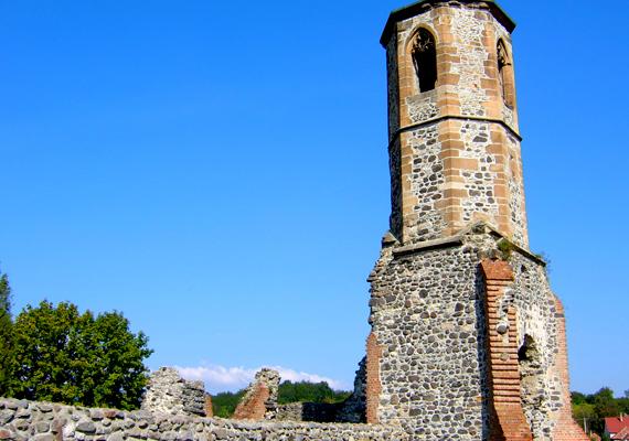 A kisnánai várhoz a legendák szerint nem egy ember vére tapad, itt élt ugyanis a legendás rablólovag, a hírhedt Móré.