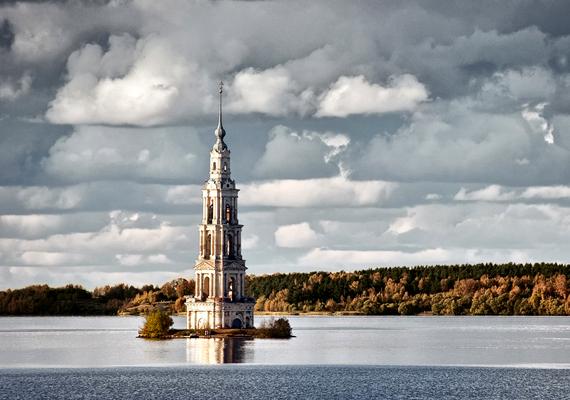 Az orosz Kalyazin templomát és óvárosát az 1940-es években árasztották el egy mesterséges tó építése miatt.