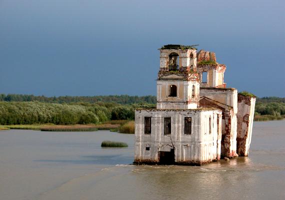 Az orosz Krokhino azért került víz alá, mert a helyi folyó szintjét megemelték, hogy hajózhatóbbá váljon.
