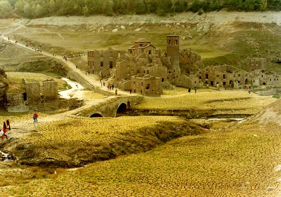 Az ENEL vízerőmű Fabbriche di Careggine vesztét okozta, a több száz éves falut a duzzasztógát felengedésével árasztották el gazdasági okokból.