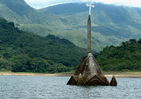 A venezuelai Potosit egy víztározó megépítése miatt árasztották el. A hely egy része az aszály miatt került felszínre.
