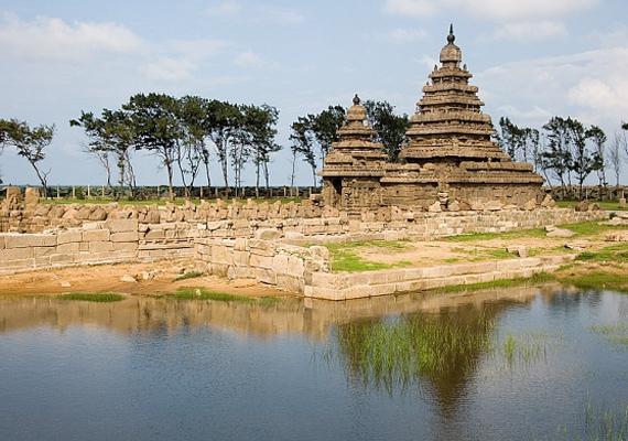 Mahábalipuram víz alatti romvárosa a 2004. december 26-ai, pusztító cunami után került a felszínre, azóta is turisták kedvence.