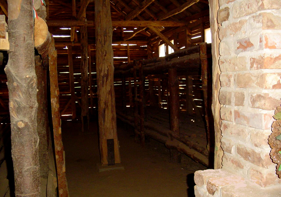 A Heves megyei Recsk mellett működött a leghírhedtebb magyar Gulág. Körülbelül 1500 embert tartottak itt fogva, az itt elhunytak és meggyilkoltak tömegsírját azonban máig nem találták meg.