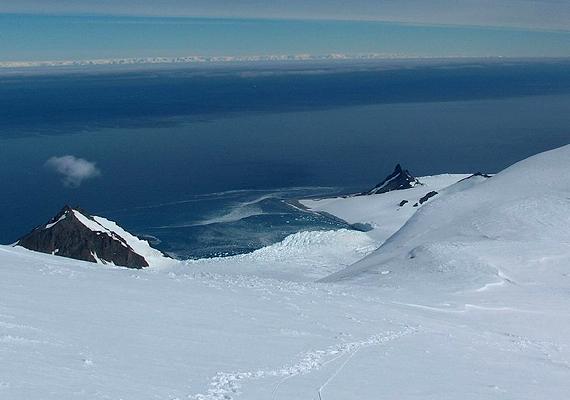 Az antarktiszi Bransfield Strait víz alatti vulkáni terület a Brunow-öböl és a Livingston-sziget között helyezkedik el.