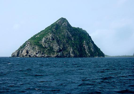 A Kick 'em Jenny nevű víz alatti vulkán, mely Grenadától pár kilométerre északra helyezkedik el, a karibi térség egyik legnépszerűbb természeti látványossága. 1939 és 2001 között minimum 12 kitörést produkált.