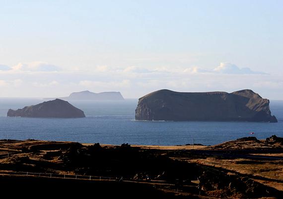 A víz alatti vulkán kitörése által létrejött izlandi Surtsey a világ egyik legifjabb, folyamatos változásban lévő szigete, mely az UNESCO Világörökségnek is részét képezi.