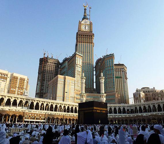 A mekkai Abraj Al-Bait tornyok 2011-ben készültek el, és 601 méterrel a második helyet érdemelték ki a listán.