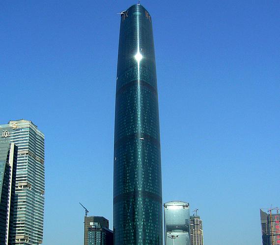 A Guangzhou West Tower szintén Kínában található. 2010-ben készült el, és nem kevesebb mint 438 méter magas.