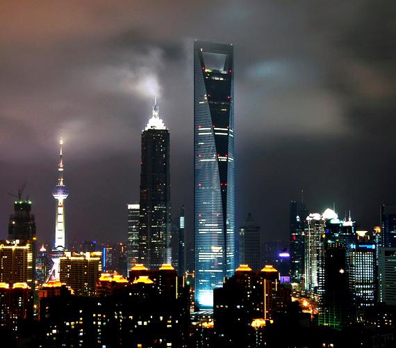 A Sanghaji Pénzügyi Központ 492 méter magas. Az építkezés munkálatai 2008-ban fejeződtek be.