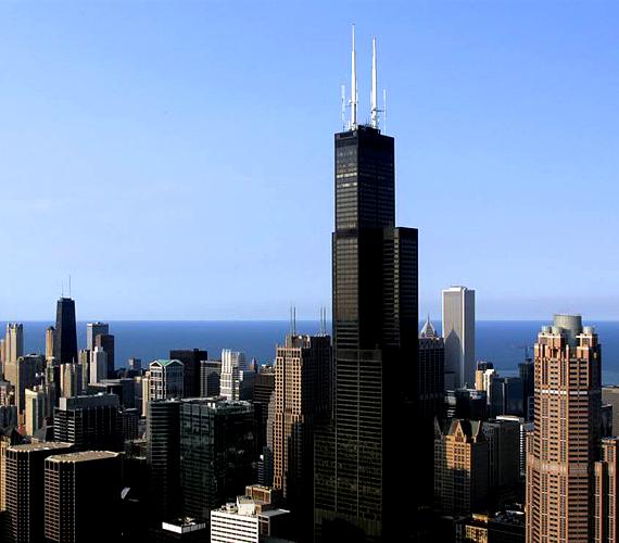 A Chicago jelképének számító Willis-torony 1974 óta szerepel a legmagasabb épületek listáján a maga 442 méterével.