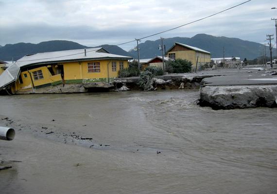 Amit a törmelék nem pusztított el, azt megtette a helyi folyó áradása, ami, mivel medrét betemette a lahar, más utat próbált találni magának.