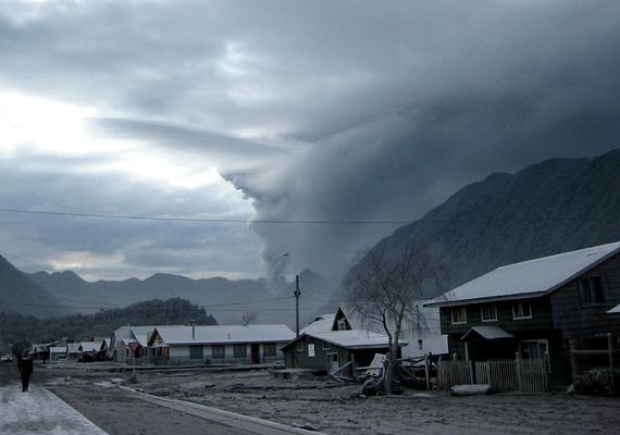 A lahar a magas vulkánok környékén előforduló iszapáradat, a törmelék, a víz, a por és a forró láva végzetes és pusztító elegye.