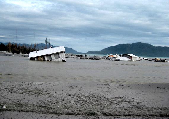 Ezt követően evakuálták a település lakosságát, még mielőtt az úgynevezett lahar elérte volna Chaitént.