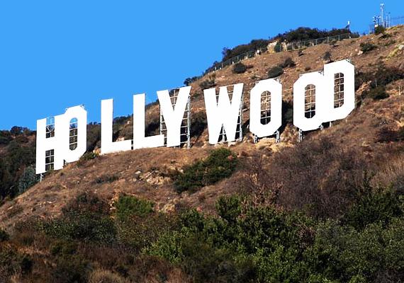 A Hollywood feliratnál számos parajelenséget észlelnek, úgy tartják, hogy azok szellemei kísértenek itt, akik a dombon vetettek véget az életüknek.