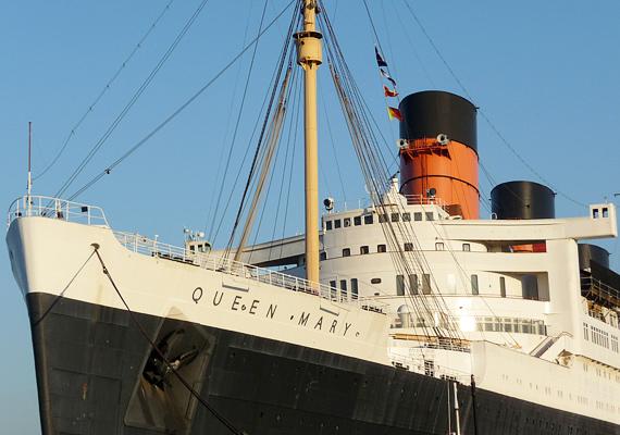 A Queen Mary fedélzetén a szóbeszéd szerint több szellem is kísért, Halloweenkor szinte zsúfolásig megtelik a hajó a kíváncsi turistákkal.