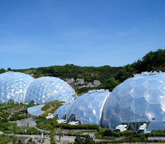 A cornwalli Éden Projekt buborékaiban önfenntartó ökoszisztéma működik.
