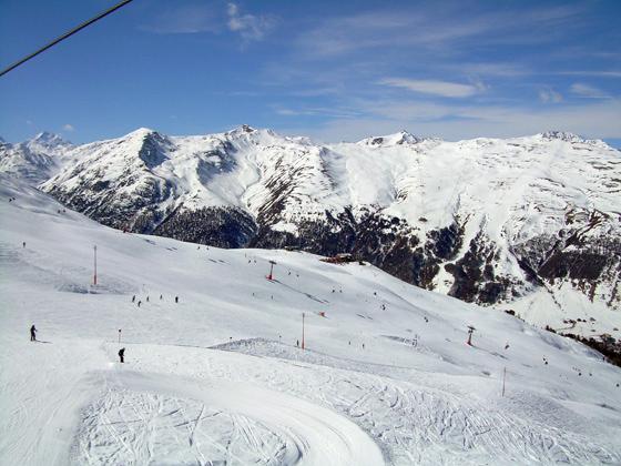 Az olaszországi Livigno az Alpok egyik legolcsóbb téli üdülőhelye, ráadásul lehetőségek egész skáláját kínálja a 74 lejtőjén.