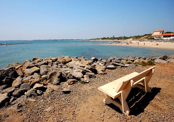 A franciaországi Cap d'Agde jóval több nudista strandnál: sokan a világ nudista fővárosának tartják.