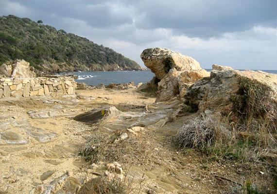 A franciaországi Saint Tropez-ban található Plage de Tahiti strandon bárki szabadon meztelenkedhet.