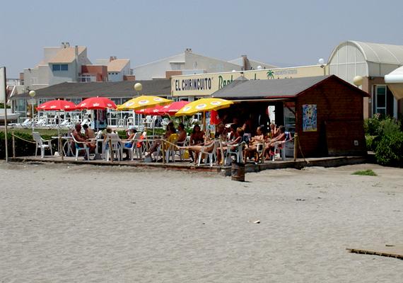 Spanyolország nudista fővárosa Almería, ahol a homokos Vera Playa partszakasz nemcsak egy strand, hanem valóságos naturista övezet.