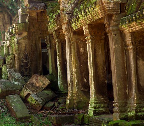 Angkor máig az ősi titkok és megoldatlan rejtélyek városa. Hosszú évekig feküdt elhagyatottan a dzsungel mélyén.