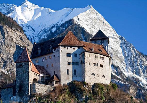 Liechtenstein, amely az egyik legkisebb nemzet a bolygón, a nyolcadik helyen végzett, köszönhetően magas GDP-jének és az itt élők műveltségének.