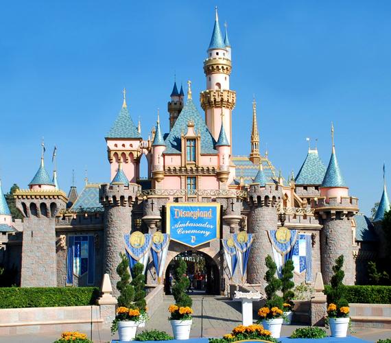 A legrégebbi park a kaliforniai Anaheimben található, két tematikus vidámparkot magában foglaló Disneyland Park, mely 1955-ben nyílt meg.