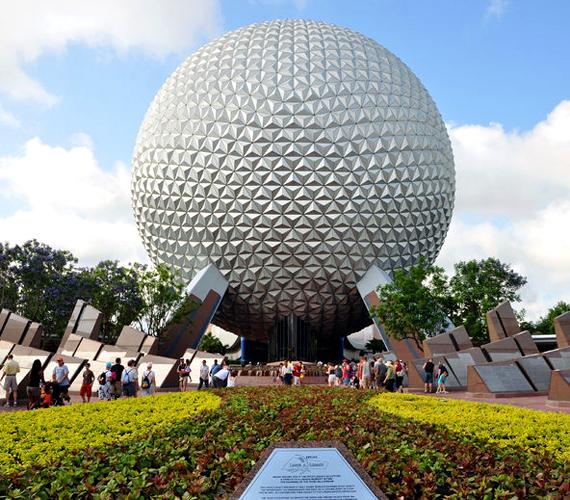Az 1971-ben átadott floridai, orlandói Walt Disney World négy tematikus és két vízi parkjával a világ legnagyobb és leglátogatottabb szórakoztatóközpontja.