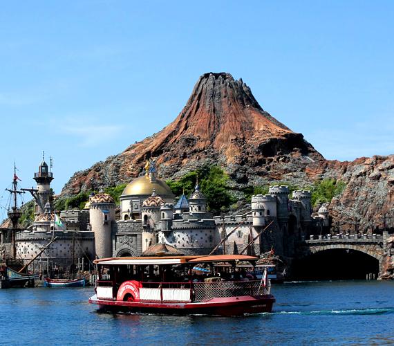 A japánok a Disneylandek terén sem maradhattak le, a Tokyo Disney Resort 1983-ban nyílt meg Urayasuban.