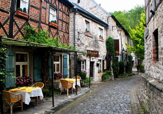 A belga várost, Durbuyt gyakran nevezik a világ legkisebb városának. Lakosainak száma nagyjából ötszáz fő.