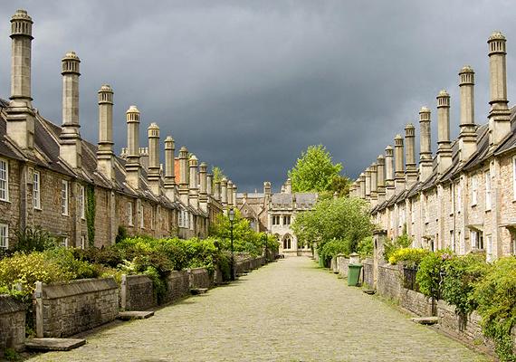 Az angliai Wells szintén Európa legkisebb városai közé tartozik. Történelmi látnivalókban igen gazdag hely.