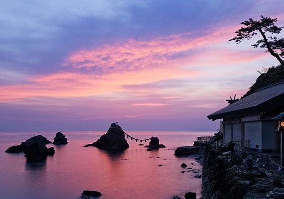 Honshu Japán legnagyobb szigete, amelyhez látványos naplemente dukál.