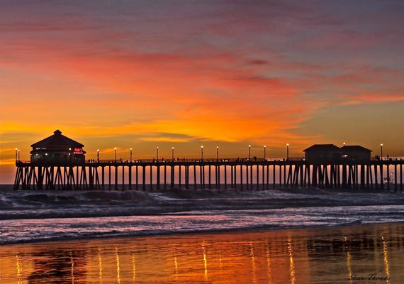 A kaliforniai Huntington tengerpartszakaszon szívesen andalognak a szerelmesek.