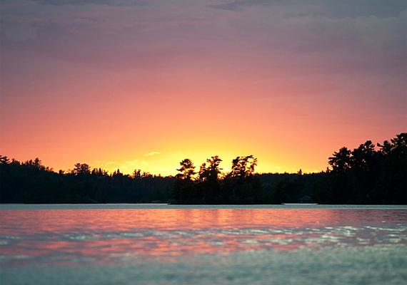 Az Ontario-tó a kanadai Nagy-tavak csoport tagja - a világ 14. legnagyobb tava címmel büszkélkedhet.