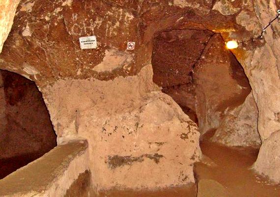 Ennek köszönhető, hogy Kappadókia a föld alatt is igazi kincset rejt, valóságos városhálózat rejtőzik a mélyben.