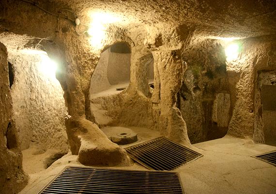 A legnagyobb barlanglakás- és sziklatemplom-együttes Kayseritől kilenc kilométerre délnyugatra található.