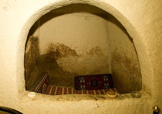 A föld alatti városokban éltek az első keresztények, így védve meg magukat az ellenséges népektől.