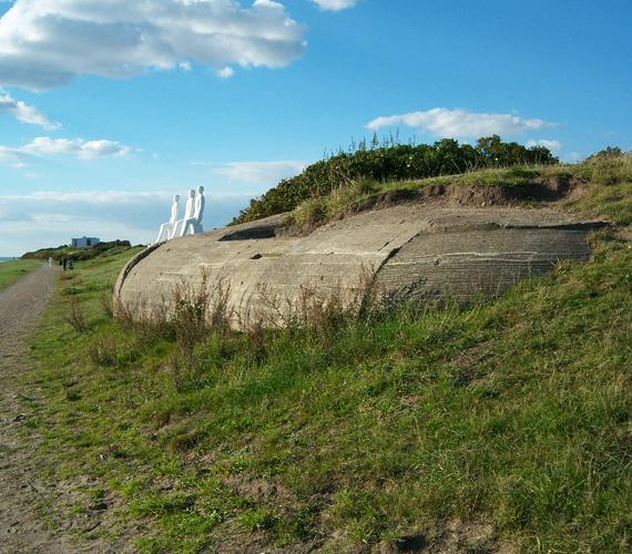 A dán partok mentén számos második világháborús bunker sorakozik. Némelyeket csak a közelmúlt viharai mostak elő a föld alól.