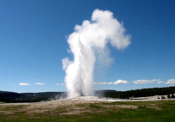 Az amerikai Yellowstone Nemzeti Parkban található Old Faithful legmagasabb kitörése 56 méteres volt. Mióta ismerik, több mint 136 ezer kitörést produkált.