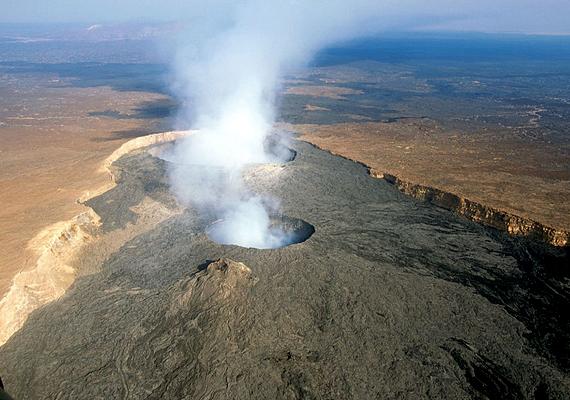 A kőzetlemezek távolodása miatt Afrika keleti részét igen erőteljes vulkanikus tevékenység jellemzi. Ennek köszönhető Etiópia egyik legaktívabb tűzhányója, az Erta Ale is.