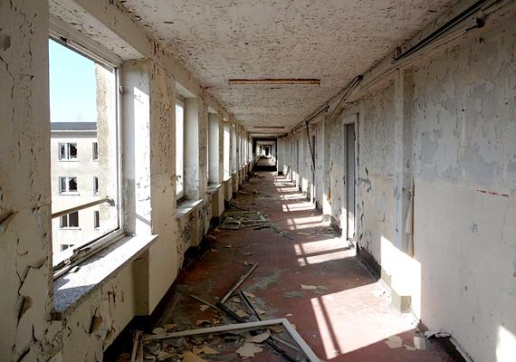 A háború során a környékbeliek közül sokan menekültek ide, bunkerként használva az üres épületeket.