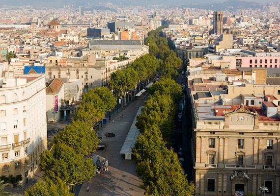A híres barcelonai sétálóutcában, a Las Ramblasban sokan csalódnak, mivel túl zsúfolt és drága.