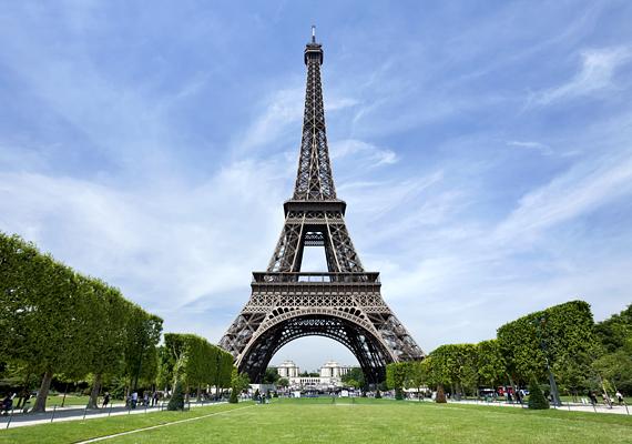 Az Eiffel-toronytól mindenki sokat vár, azonban vannak, akik úgy vélik, egyáltalán nem olyan romantikus, mint a filmeken, nagyon drága, sokat kell sorban állni, nem utolsósorban pedig meglehetősen zsúfolt.