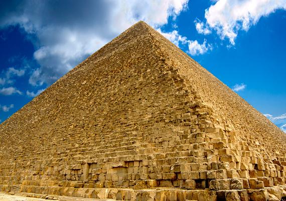 A gízai piramisoknál állítólag elviselhetetlen a hőség, és az árusok is zavaróak. Mindemellett vannak, akik várakozásaikhoz mérten túl kicsinek tartják az ókori épületeket.