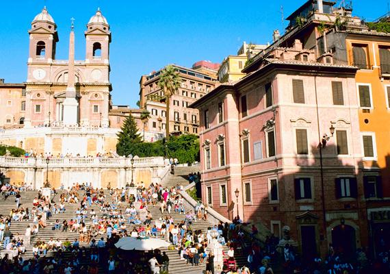 A római Spanyol lépcsőben is sokan csalódnak, úgy vélik, korántsem olyan szép, mint az útikönyvekben, főleg, ha napközben látogatja meg valaki.