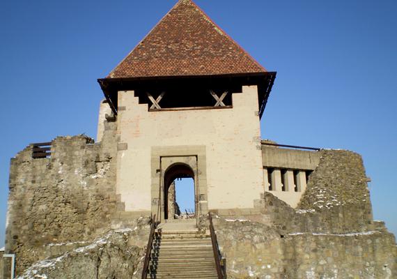 A fővárostól 30 kilométerre fekvő Visegrád izgalmas történelmi műemlékekkel vár, nem utolsósorban pedig a Dunakanyar festői látványával.
