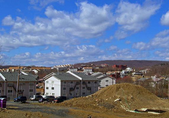 Első ránézésre átlagos településnek tűnik, azonban korántsem az - utóbbi már a falu határán kiderül.