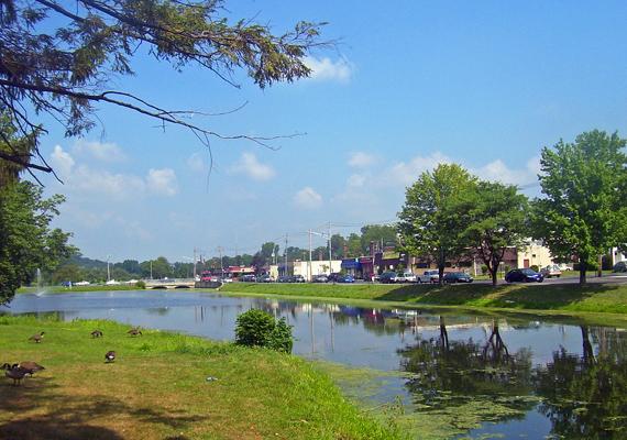 A településnek szép zöldterületei is vannak.