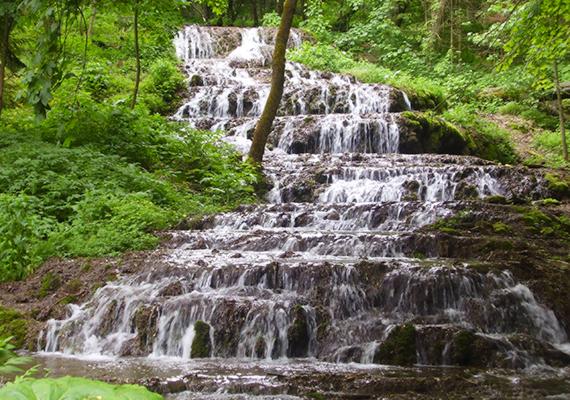 Szilvásvárad a Szalajka-völggyel és a Fátyol-vízeséssel felejthetetlen kirándulást ígér, emellett szintén klimatikus gyógyhelynek számít.