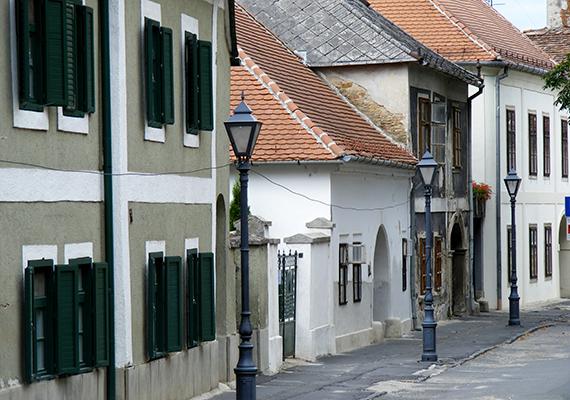 Kőszeg azon ritka városok egyike, melyeknek középkori városszerkezete a mai napig sem sokat változott.